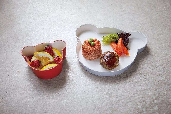 子どもから大人まで使いやすい、上質な素材感のプラスチック食器「tak キッズディッシュ」の開発秘話を取材|アッシュコンセプト