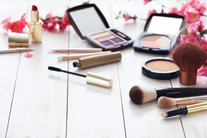 30代女性に人気のブランド化粧品ランキング2021!シャネルやオルビスなどのおすすめプレゼントを紹介