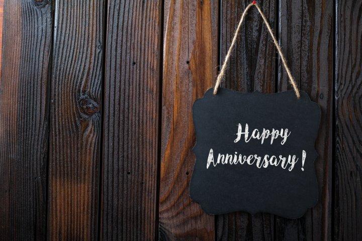 結婚5年目の木婚式に人気の結婚記念日プレゼント10選!予算相場や喜ばれるメッセージ文例も紹介