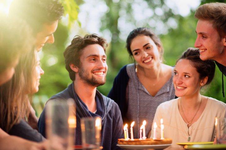 20代の男友達に贈る誕生日プレゼントアイデア35選!これが正解!