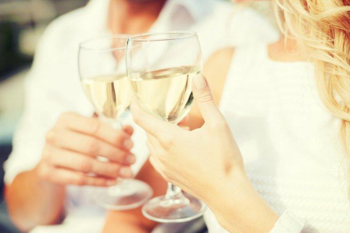 彼氏、旦那、父に人気のお酒ランキングTOP10!名入れ酒や焼酎などが男性の誕生日プレゼントにおすすめ!