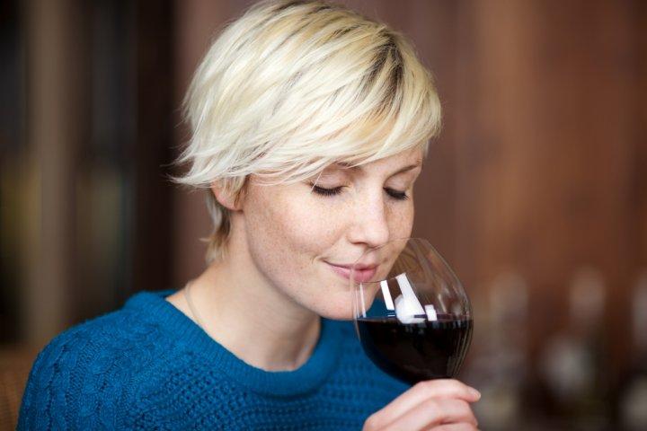 彼女・妻・母など女性の誕生日プレゼントに人気のワイン12選!赤ワインやスパークリングがおすすめ♪