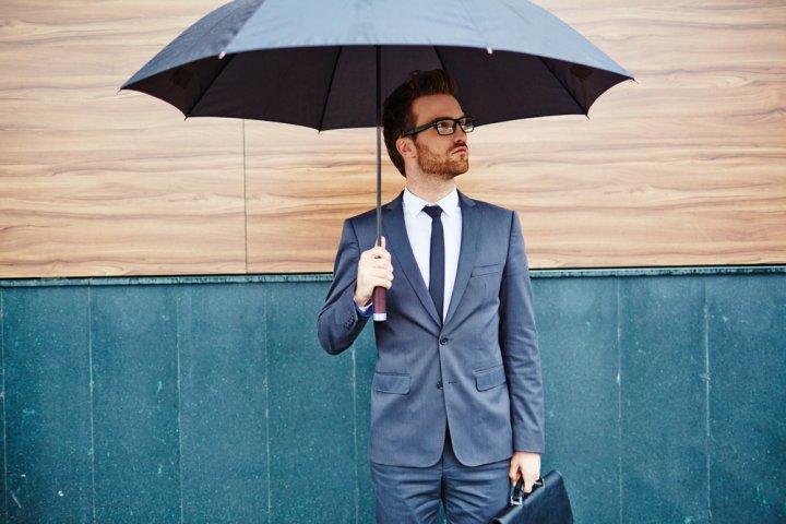 人気のメンズブランド折りたたみ傘ランキング2019!トーツやトゥミなどがおしゃれな男性へのプレゼントにおすすめ!