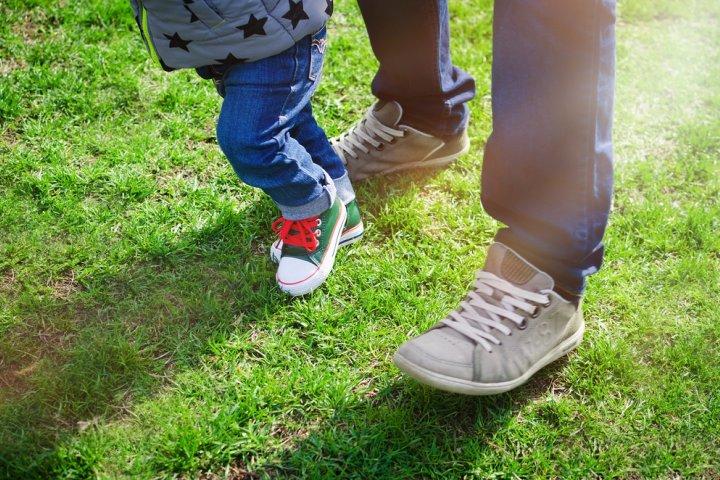 子供靴特集|1歳の誕生日プレゼントに人気の12選!ファーストシューズにはブランド靴もおすすめ