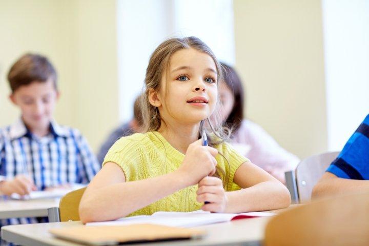 女の子に喜ばれる小学校の入学祝いプレゼント人気ランキング2020!バッグや文房具などのおすすめを紹介