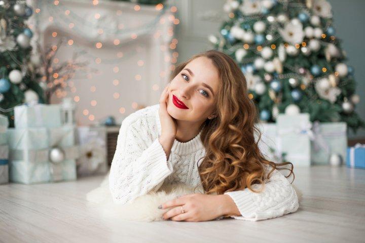 高校生の彼女へのクリスマスプレゼントガイド!予算別の選び方や人気ランキング、サプライズも徹底紹介