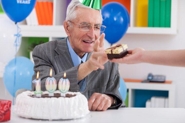 60代男性に人気の誕生日プレゼント特集!上司や父親に喜ばれるアイテムランキングやメッセージ文例も紹介!