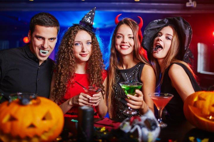 ハロウィンの仮装パーティーに人気のコスプレ11選!大人の女性向け男性向け衣装をご紹介!