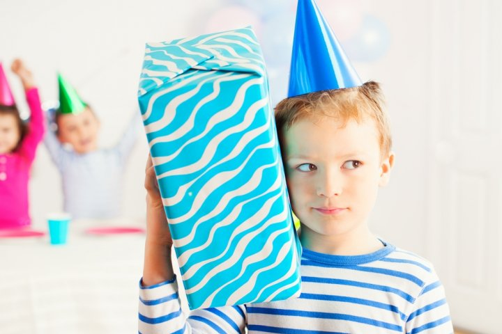 【7歳・8歳・9歳】男の子に喜ばれる誕生日プレゼント特集!人気ランキングやメッセージ文例も紹介