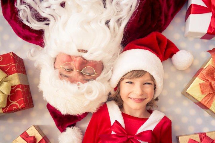 9歳の女の子に人気のクリスマスプレゼントランキング2019!シールメーカーやメイキングトイもおすすめ