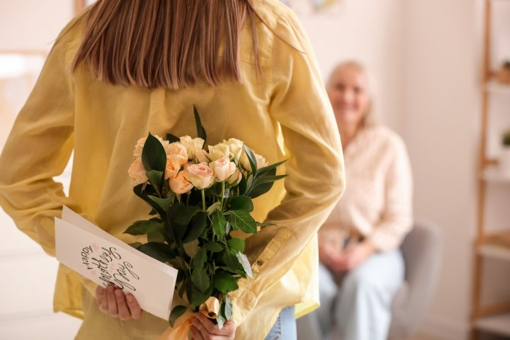 60代の母親が喜ぶ誕生日プレゼント 人気&おすすめランキングTOP12!【2021年最新】