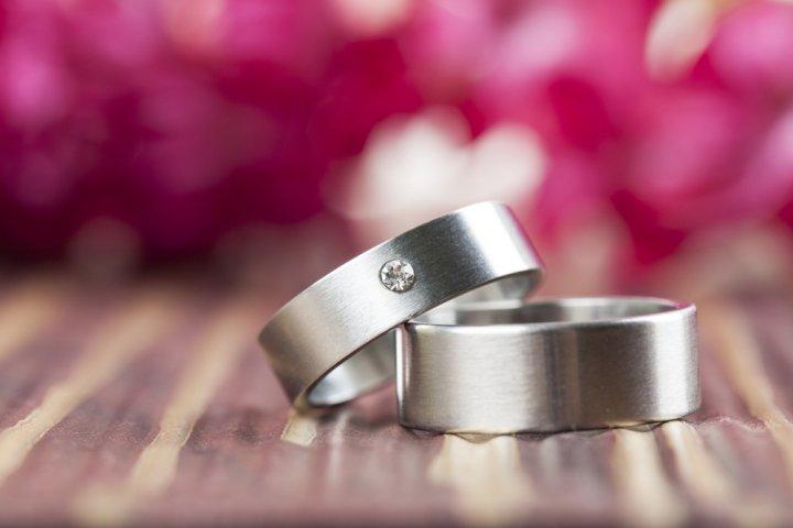 つけ心地の良いチタンのレディース指輪が人気!ファイテンやティファニーなどご紹介!