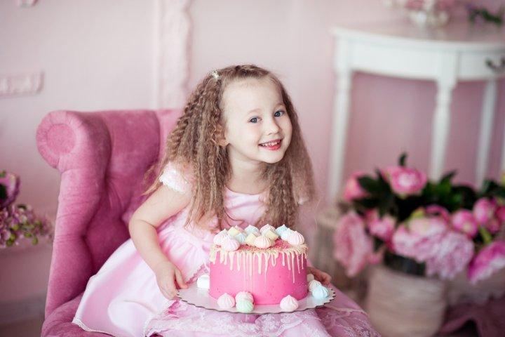4歳の女の子に喜ばれる誕生日プレゼント10選!人気ランキングや予算、メッセージ文例も紹介