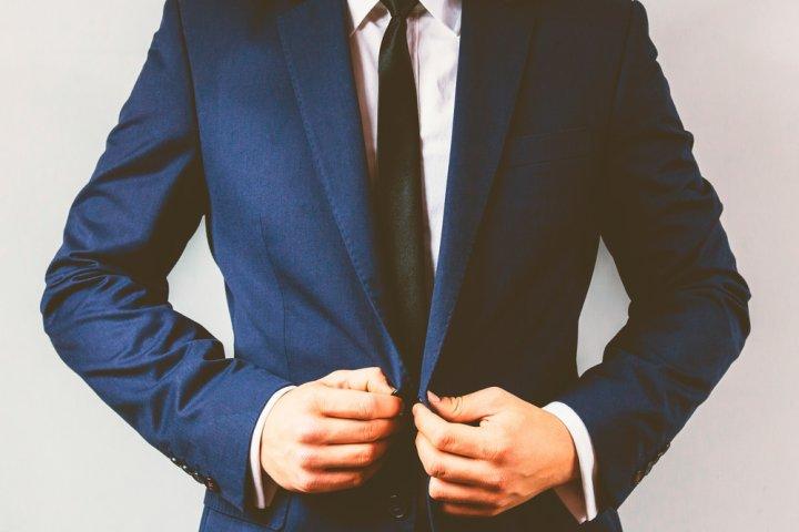 d10ef4edae 20代男性に喜ばれるメンズブランドスーツ人気ランキング2019!タケオキクチなどの