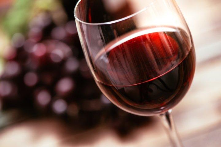 大切な方の退職祝いに贈りたいお酒・ワインギフト2020!人気の名入れやおしゃれなグラス付きがおすすめ