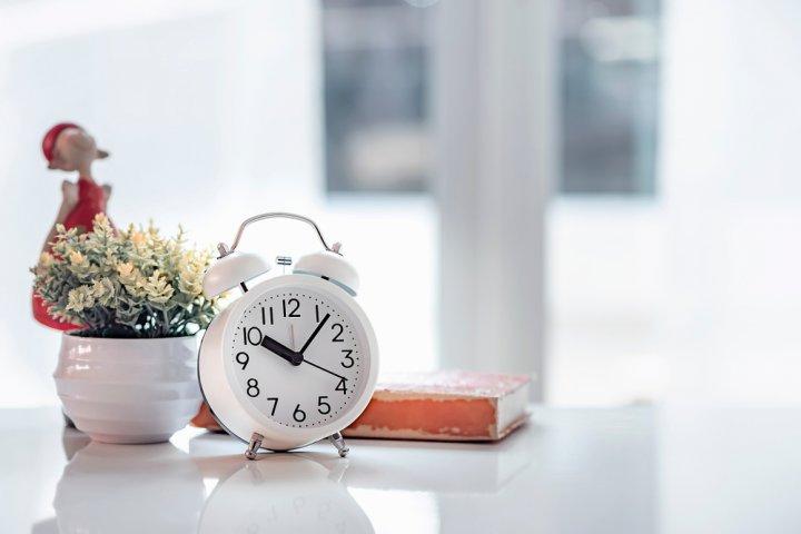 おしゃれな置き時計がプレゼントに人気!今流行りの北欧風や木製もおすすめ
