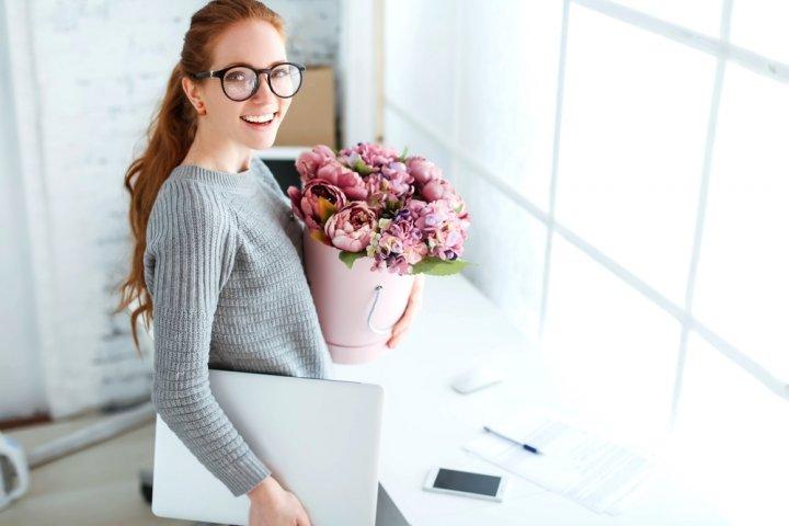 20代の女性に喜ばれる送別会のプレゼント人気ランキング2019!紅茶やハンカチがおすすめ