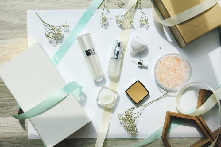 40代女性に人気のブランド化粧品ランキング2021!ランコムやアルビオンなどのおすすめプレゼントを紹介