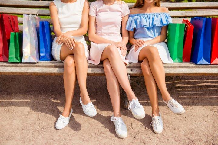 レディーススニーカー 人気ブランドランキング2021!ナイキなどが女性におすすめ!