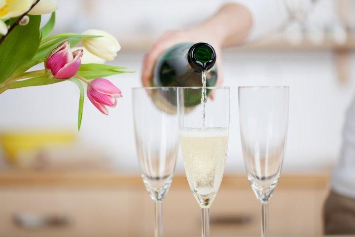 新築祝いのプレゼントに人気のお酒・ワイン12選!名入れワインやドンペリもご紹介