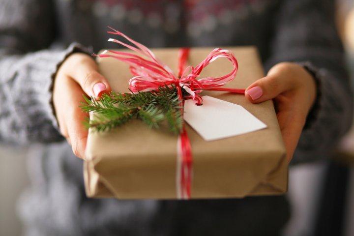 20代の彼氏へ贈るクリスマスプレゼント 人気ランキングBEST10!大学生や社会人の男性におすすめのギフトを紹介!