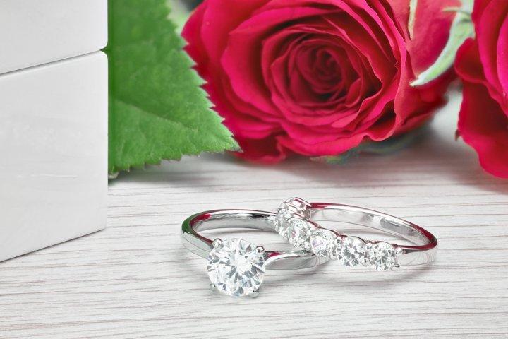 豪華なプラチナアクセサリー2020!メンズや結婚指輪におすすめの商品もご紹介!