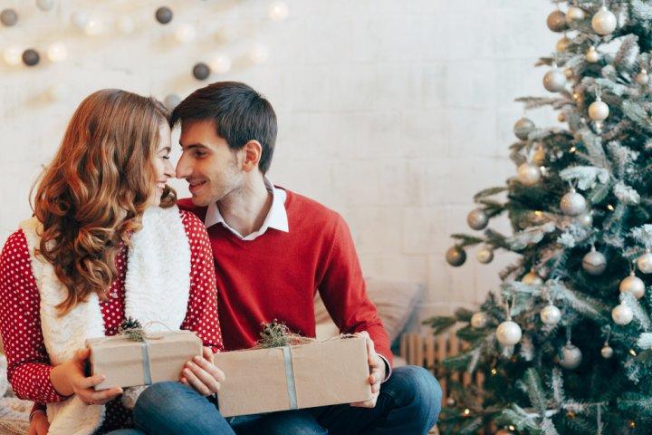 クリスマスプレゼントで彼氏が喜ぶ服のおすすめランキング!2020年最新人気ブランドも大特集