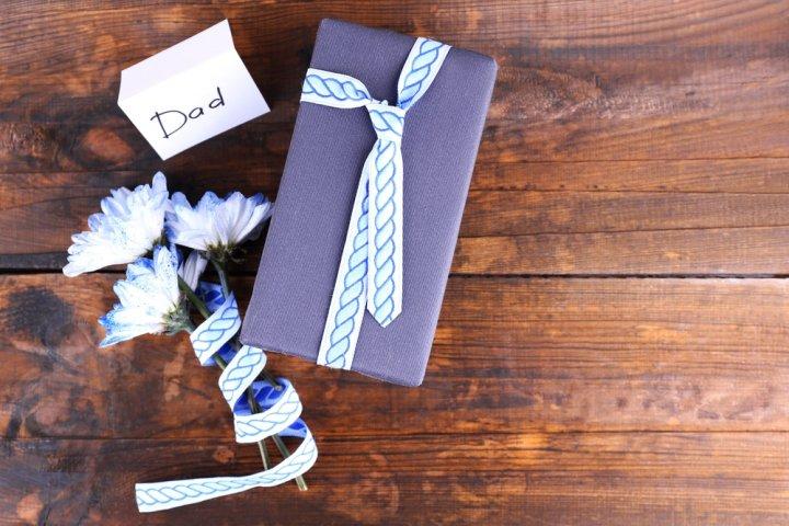 父の誕生日プレゼントに人気のブランド服ランキング2020!おしゃれなお父さんへのおすすめをご紹介