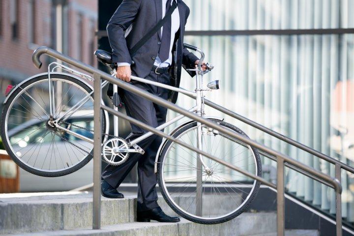 人気の通勤・通学用メンズブランド自転車ランキング2021!ブリヂストンなどのおすすめプレゼントを紹介