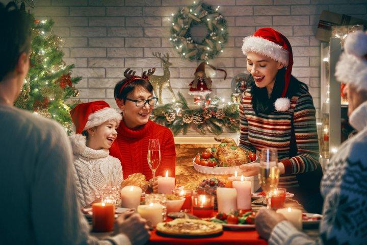 f7f58e6dbc3c44 母親に人気のクリスマスプレゼントランキング2019!予算相場や喜ばれるメッセージ文例