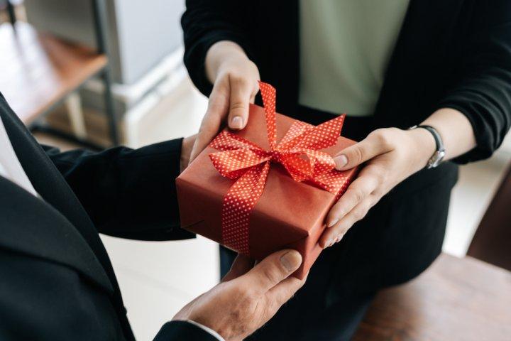 男性上司へ贈る定年退職祝いのプレゼント 人気&おすすめギフト30選!名入れアイテムがおすすめ【2021年最新】