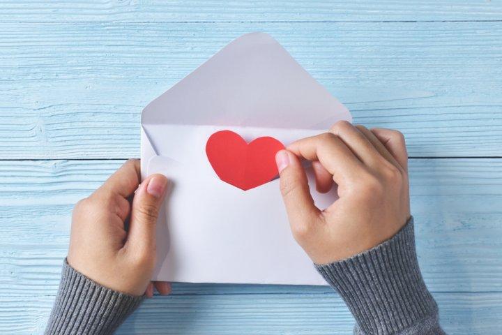 社会人の彼氏が感激する誕生日メッセージ!すぐに使える文例や書き方もご紹介