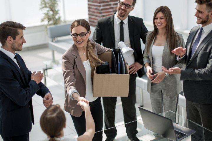 転勤する人へのおすすめプレゼントランキングTOP15!人気アイテムや予算相場、メッセージ文例も紹介