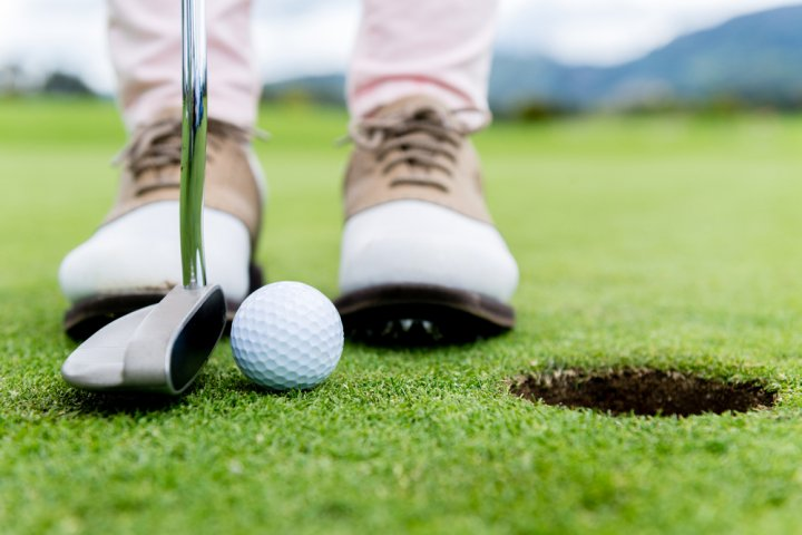 男性へのプレゼントに人気のゴルフグッズ特集!シューズやマーカーなど喜ばれるアイテムをご紹介