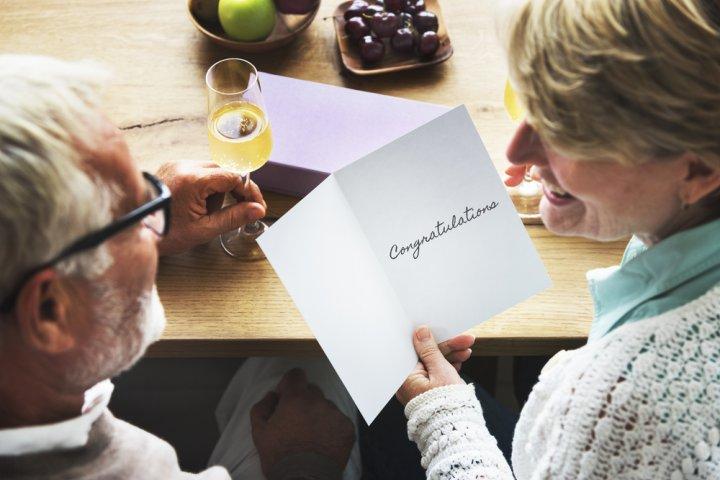 父・母に喜ばれる退職祝いのメッセージとは?書き方のポイントや文例をご紹介!