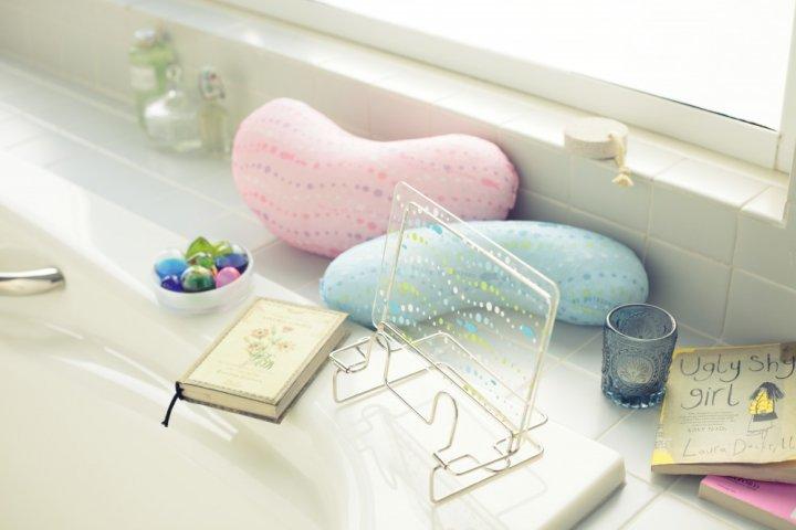 半身浴に便利!心地よく首まわりを支えてくれる「半身浴バスピロー」の開発秘話に密着|株式会社アイセン