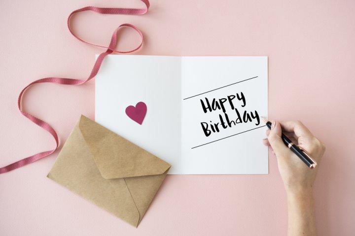 中学生の彼女がもらって嬉しい誕生日メッセージは?文例や書き方のポイントを徹底解説!