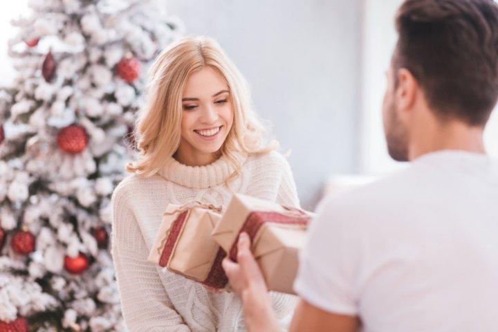 30代の妻に人気のクリスマスプレゼントランキング2019!ネックレスや長財布がおすすめ