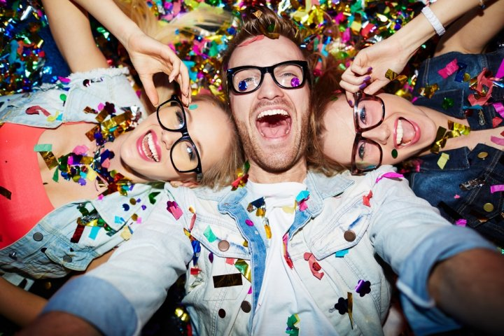 大学生、20代・30代社会人の男友達に人気の誕生日プレゼント10選!予算や喜ばれるメッセージ文例も紹介