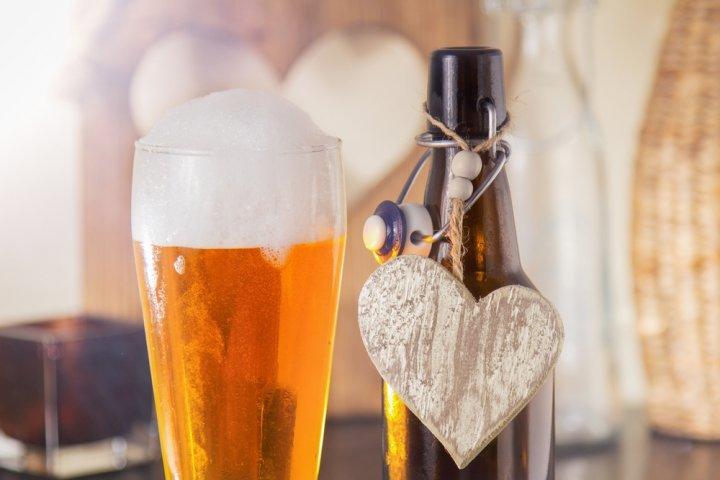 可愛いお酒ギフト12選!ボトルが可愛いワインや名入れできる日本酒などご紹介!