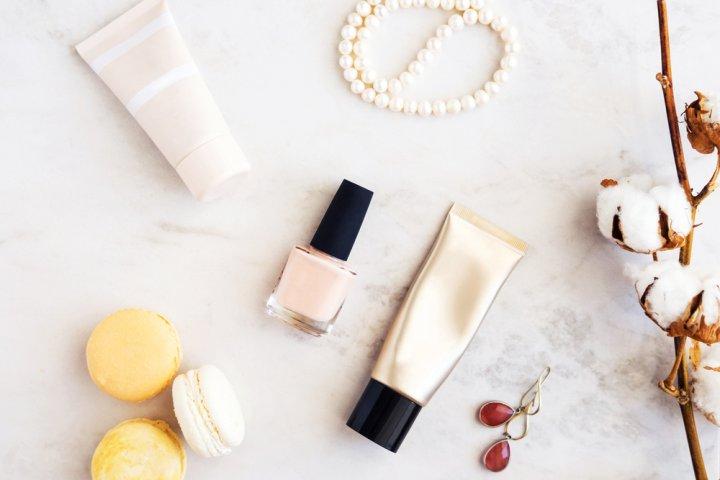 40代・50代女性に人気のブランド化粧下地ランキング2020!マキアージュやコフレドールなどのおすすめプレゼントを紹介