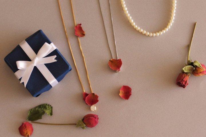 大学生の彼女が喜ぶネックレスのプレゼント特集! レディースブランドランキング37選