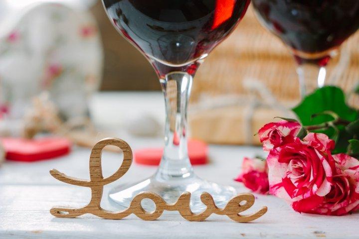 バレンタインギフトにおすすめのワイン12選!本命の彼にはおしゃれなハートラベルがおすすめ!