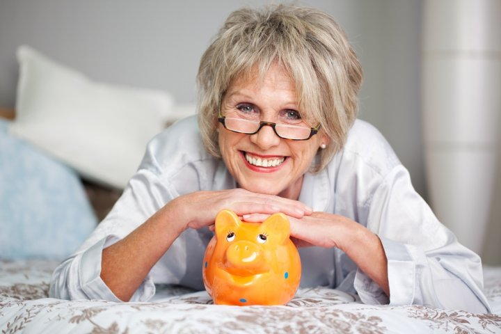 女性が喜ぶ人気の定年退職・退職祝いのプレゼントランキング2020!年代別の予算やメッセージ文例も紹介!