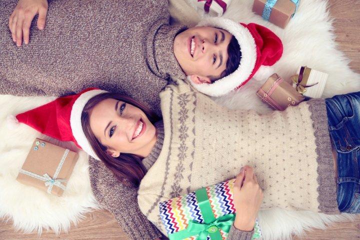 男子高校生の彼氏、男友達がもらって嬉しい人気のクリスマスプレゼント10選!予算やメッセージ文例も紹介