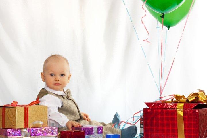 058e9396d82551 1歳の男の子に喜ばれる誕生日プレゼント10選!人気ランキングや予算 ...