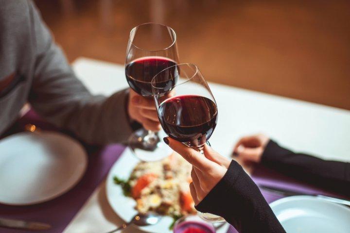 プレゼントに喜ばれるおしゃれなワイングラス12選!人気の割れないグラスやペアなどおすすめをご紹介