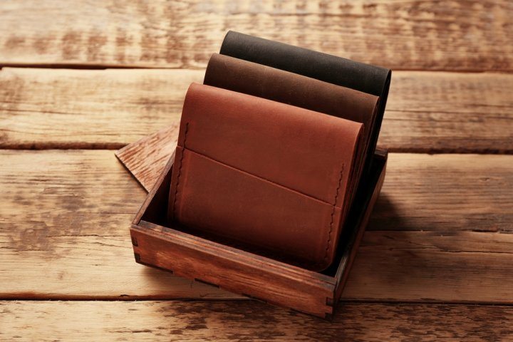 baa121b13045 イタリアンレザーのメンズ・レディース財布 おすすめブランド12選!【2019年最新