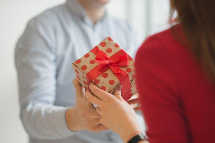 旦那に贈る人気のバレンタインのプレゼント32選!夫が喜ぶチョコ以外のおすすめギフトをご紹介!【2021年最新】