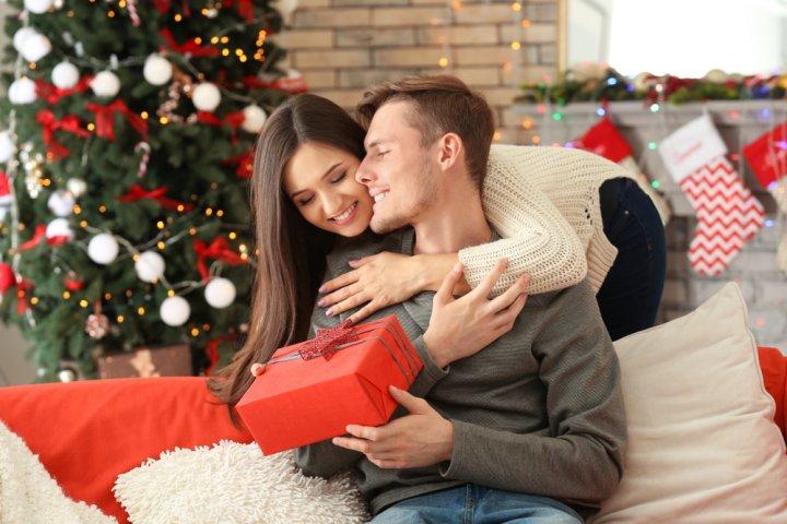 30代の旦那・夫が喜ぶクリスマスプレゼントランキング2018!財布やマフラーなどがおすすめ